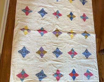 Vintage hand pieced diamond pattern quilt