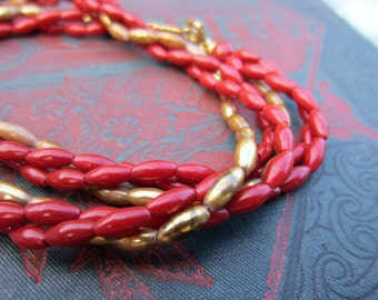 Short gold and red bead necklace. Vintage jewelry. Short vintage necklace. Twisted beaded necklace. Lightweight. Gryffindor colors.