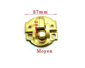 Closed box gold size about 27x28mm model in 2 parts.