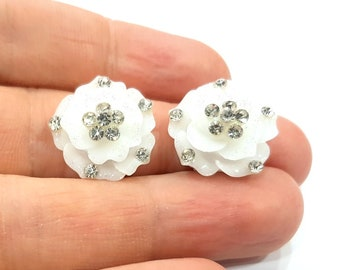 2 White Flower Cameo Cabochon 20mm  G12248