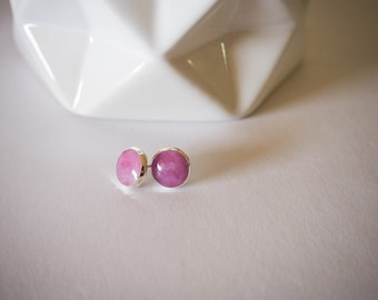 Silver Stud Earrings - Colour Changing Thermochromatic Resin - White/grey marbled to White/Purple marbled