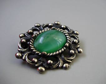 Vintage jewelry,brooch  with grean stone