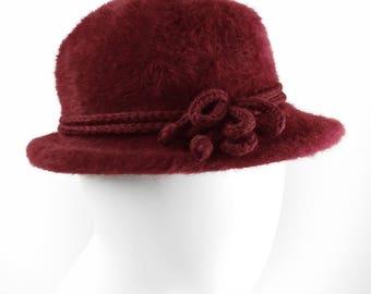 Roter samtweicher Vintage Hut