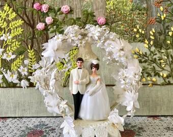Cake Topper Wedding Cake Topper Vintage Wedding Cake Topper Bride and Groom Cake Topper Cake Topper for Wedding Bridal Shower Gift