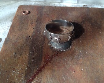 sterling silver band ring with repeated wire motif