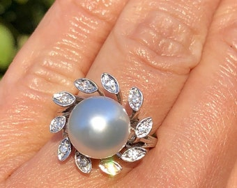 14K Gold Silvery Platinum Grey Pearl Diamond Flower Halo Vintage Floral Ring