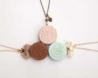 Cute Oreo Pendant / Girly Oreo Necklace / Romantic Oreo / Polymer Clay / Fashion Food Jewelry / Oreo cookie jewelry / Handmade Oreo necklace