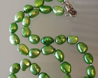 Green natural pearl necklace.