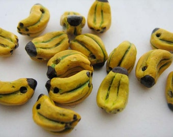 10 Tiny Banana Beads