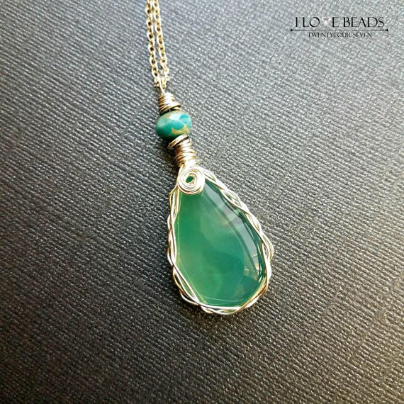 Silver wire wrapped green agate stone pendant necklace-wire