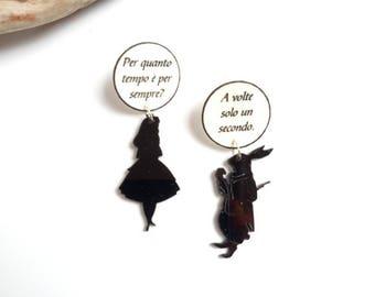 Alice in Wonderland earrings in Plexiglas, polyshrink earrings, black earrings, Alice phrase, fairytale earrings