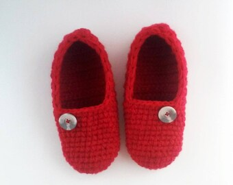 women crochet slippers, red slippers, house shoes, gift for friend, gift for Grandma