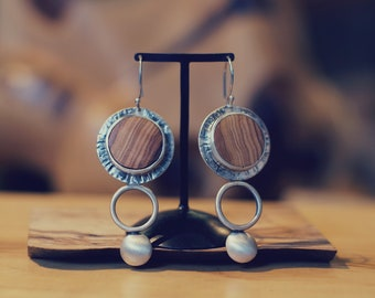 Kaliope. Silver and olivewood earrings.