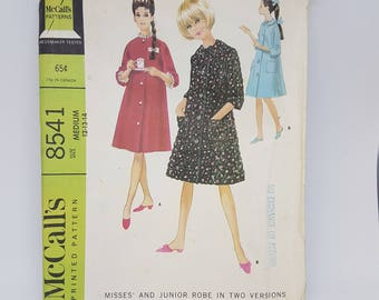 "Vintage Sewing Pattern for Women's Robe - Knee Length Housecoat Pattern - Bedjacket Sewing Pattern -60s Size M Bust 32 to 34"" McCall's 8541"