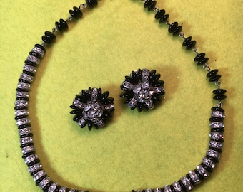 """Stunning Mid-Century Retro Aurora Borealis /Onyx Choker Necklace and Earrings /14""""/Clip on/ Fine Craftsmanship /Great Condition  <>#BCEB-497"""