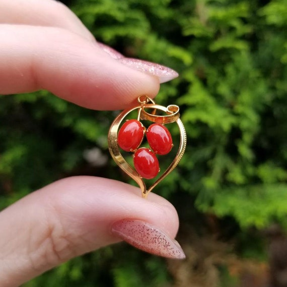 Vintage mid century 18k gold noble red coral cabochon Dutch Klederdracht asymmetrical witches heart pendant