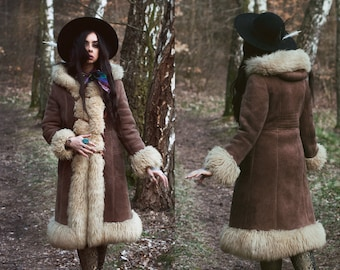 Vintage 1970's hooded sheepskin shearling coat. Shearling Lamb Fur Hippie Folklore Bohemian Trophy Coat. Penny Lane coat.