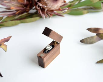 Walnut - Slim Engagement Ring Box - Single-Hinge - Wanderweg Shop