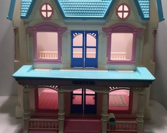 Vintage Fisher Price Loving Family Dream Dollhouse Great Condition FREE SHIPPING