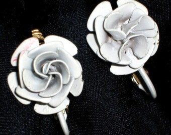 Roses White Wedding Vendome Vintage Earrings Rare 1960s Signed High Relief Flowers H-A Mid Century Petals Quality Dimensional Clip Hollywood