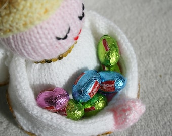 Knitted Chocolate Holder