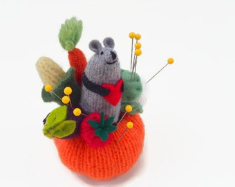 mouse pincushion, gardening mouse, miniature mouse,  waldorf toy, mouse ornament, stuffed toy, soft sculpture