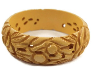 Vintage Carved and Pierced  Butterscotch Bakelite Bangle - Chunky Bangle - Bakelite Bracelet - 1930s