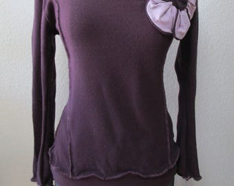 purple color top with rose decoration AND ruffled edging  plus made in USA (v104)