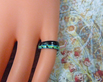 Vintage Green and Black Enamel Ring - Size Adjustable - R-442 - Black and Green Enamel Ring