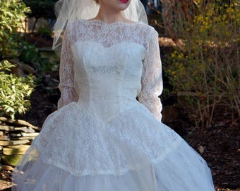 1950s wedding gown dress tulle lace long sleeved lace illusion ivory Size S XS