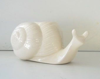 Snail Planter, Succulent Planter, Ceramic Vase, White pot, Garden lover gift, Windowsill Planter, Plant pot, home decor, Animal Pot