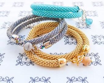 Crochet beaded bracelet (вязаный браслет из бисера)