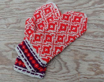 mittens, hand knit wool mittens, knitting winter gloves, nordic arm warmers, fair isle gloves, latvian mittens, gray red mittens