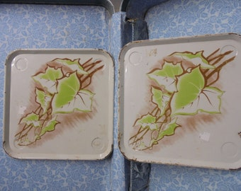 ViNTAGE AVOCADO GREEN eating/serving trays