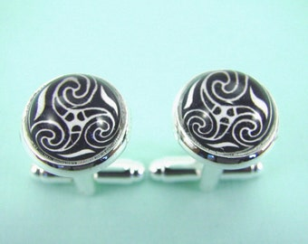 Celtic Triple Spiral TRISKELION KNOT Silver Cuff Links --  Classic Celtic triskele,   Celtic art cuff links for him and her