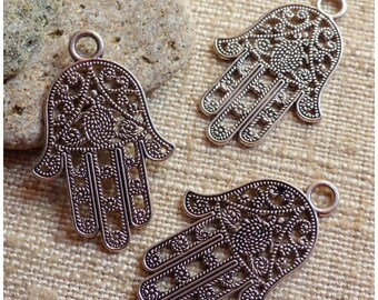 2 large charms hand of Fatma