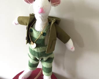 Hand Knitted Mouse - Dillon