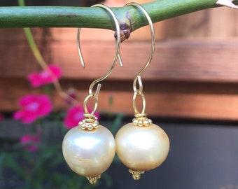 Light Gold Baroque Pearl Dangle Earrings    Wedding Jewelry   gift for Bridesmaid  June Birthstone product id: GBPD0418