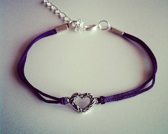 Bracelet cordon violet avec petit coeur argenté