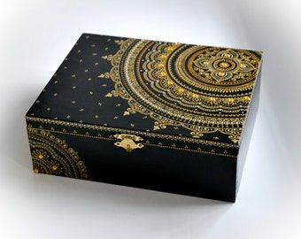 Gold mandala jewelry box Jewellery wooden box Wooden box Acrylic painting Exclusive design Hand painted box Henna mandala Mehndi art