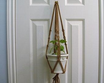 Usine de macramé petit cintre - macramé neutre Pot porte - Patio à la main Decor - maison plante Pot cintre - Boho Decor - manique pour plante