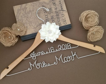 Personalized Bridal Hanger / Wedding Hanger / Bridesmaid gift / Bridal Hanger / Bridal Shower Gift / Bridal Party /