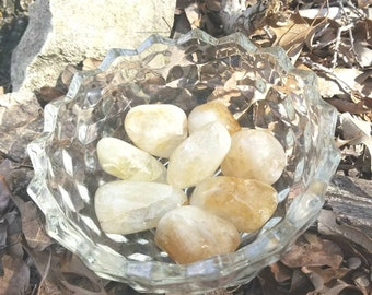 Citrine Tumbled Stone (1.2 oz.-1.6 oz. 1 1/2 -2 inches)