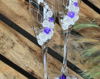 Wedding champagne glasses in ivory and purple-Wedding Toasting glasses with flowers- Romantic Champagne flutes-Wedding gift-Wedding favor