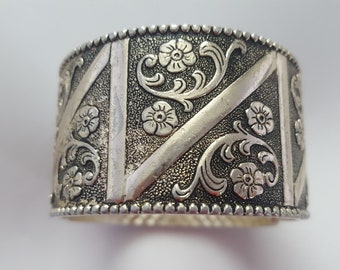 Silver coloured hinged bangle