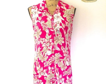 Vintage Ultraviolet Dress with floral hoola print. Notched collar and front button enclosure. Size Medium to Large