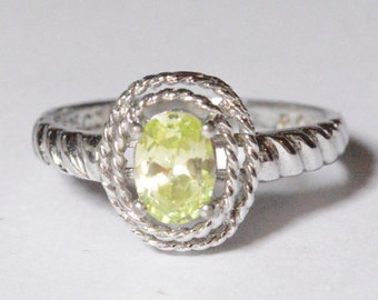 Vintage Sterling Silver Green CZ Modern Band Ring Size 8