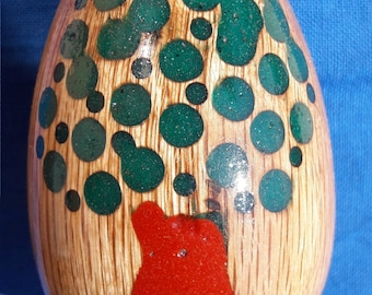 Decorative eggs in wood and resin