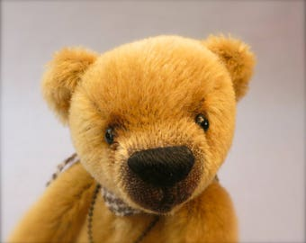 "Artist collectable bear ""Roscoe"""