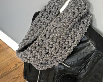 Chunky Knit Scarf - Infinity scarf - crochet scarf in gray - Super Chunky Cowl